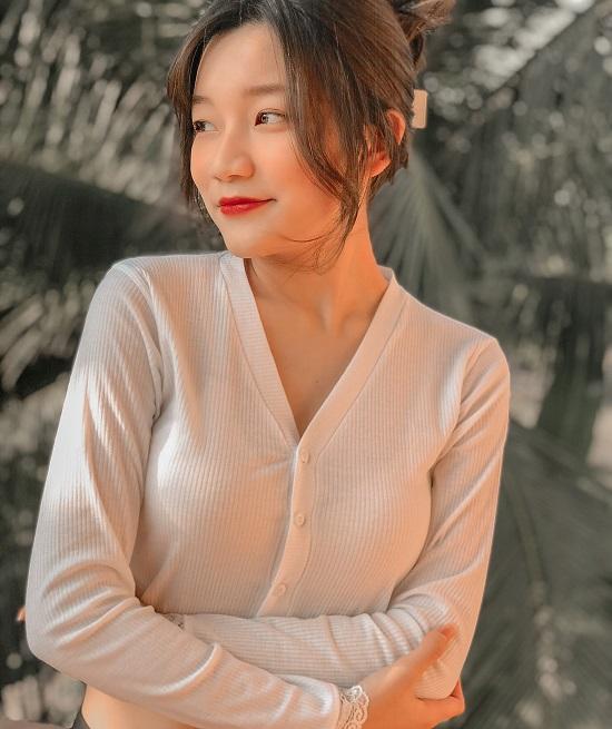 Hotgirl Nguyễn Nhật Quyên - Nàng thơ xinh đẹp, tài giỏi và tràn đầy năng lượng sống.