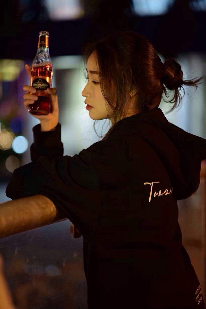 Ở Quỳnh Anh, đấy là ngọn lửa cháy bỏng với công việc model và makeup