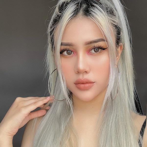 """Phong cách makeup đầy cá tính của cô nàng """"Triệu view"""""""
