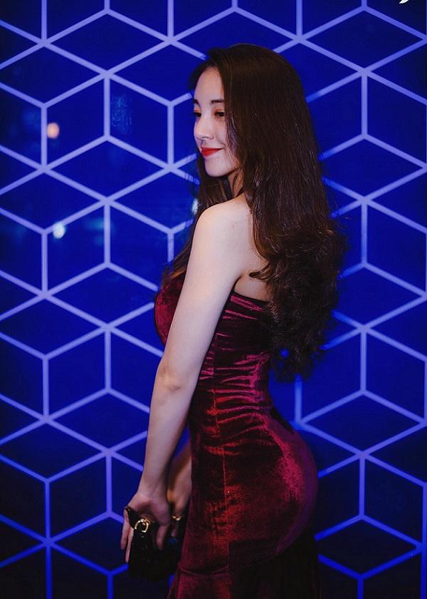Cô gái Gia Lai với nét đẹp sắc sảo tuổi 20